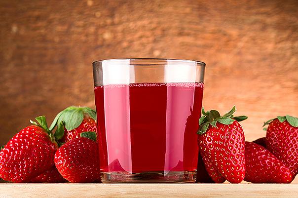depositphotos_37739299-Strawberry-juice_kompot_truskawkowy